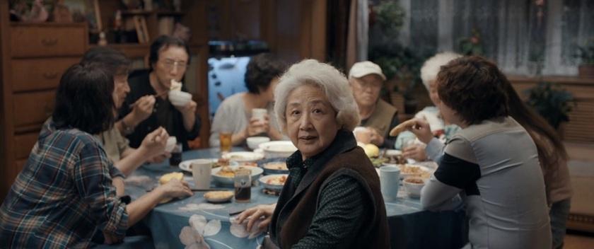 Zhao Shuzhen es Nai Nai en 'The Farewell' (Lulu Wang, 2019)